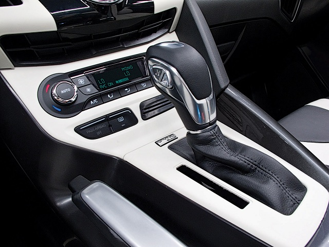 2012 Ford Focus: Focus SE Sport Package, SEL and Titanium models offer a six-speed PowerShift automatic transmission with SelectShift functionality, via a shifter-mounted +/- toggle switch. (11/17/2010)